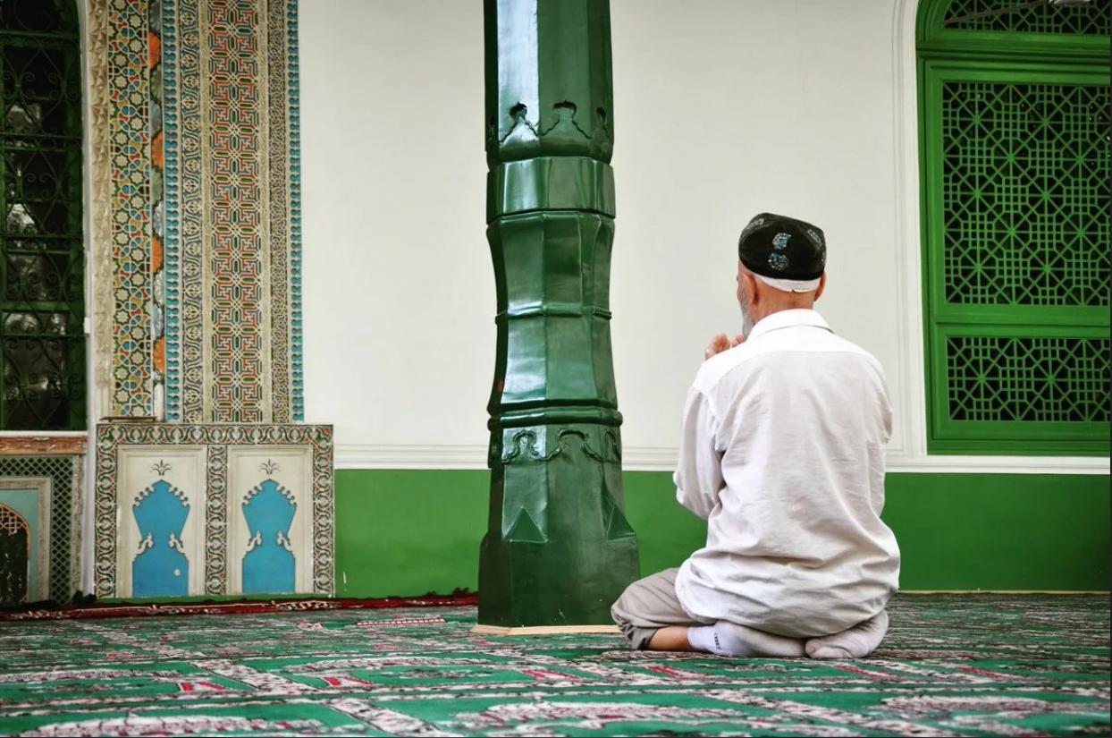 من الاعذار المبيحه للتخلف عن الجمعه والجماعه