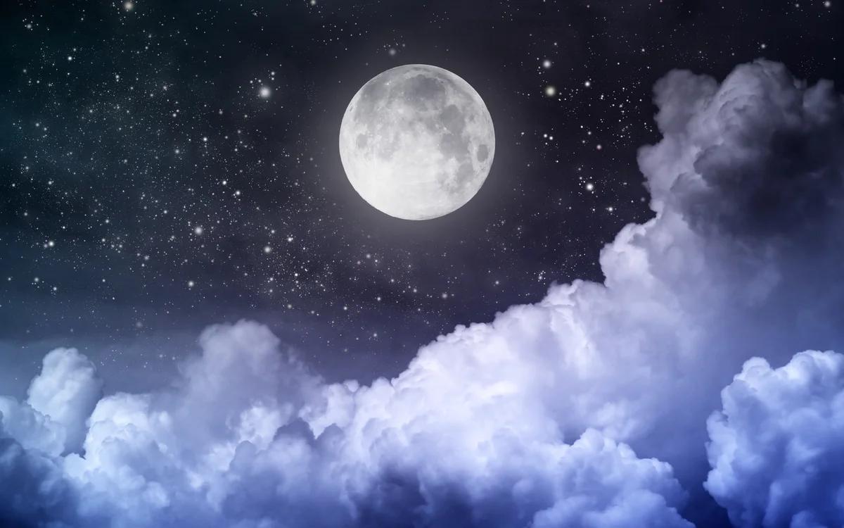 لماذا نستطيع مشاهدة القمر