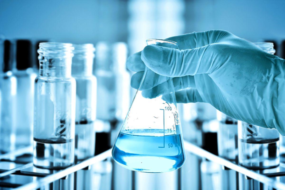 المادة التي لا يمكن تجزئتها بطرائق كيميائية إلى مواد أبسط منها