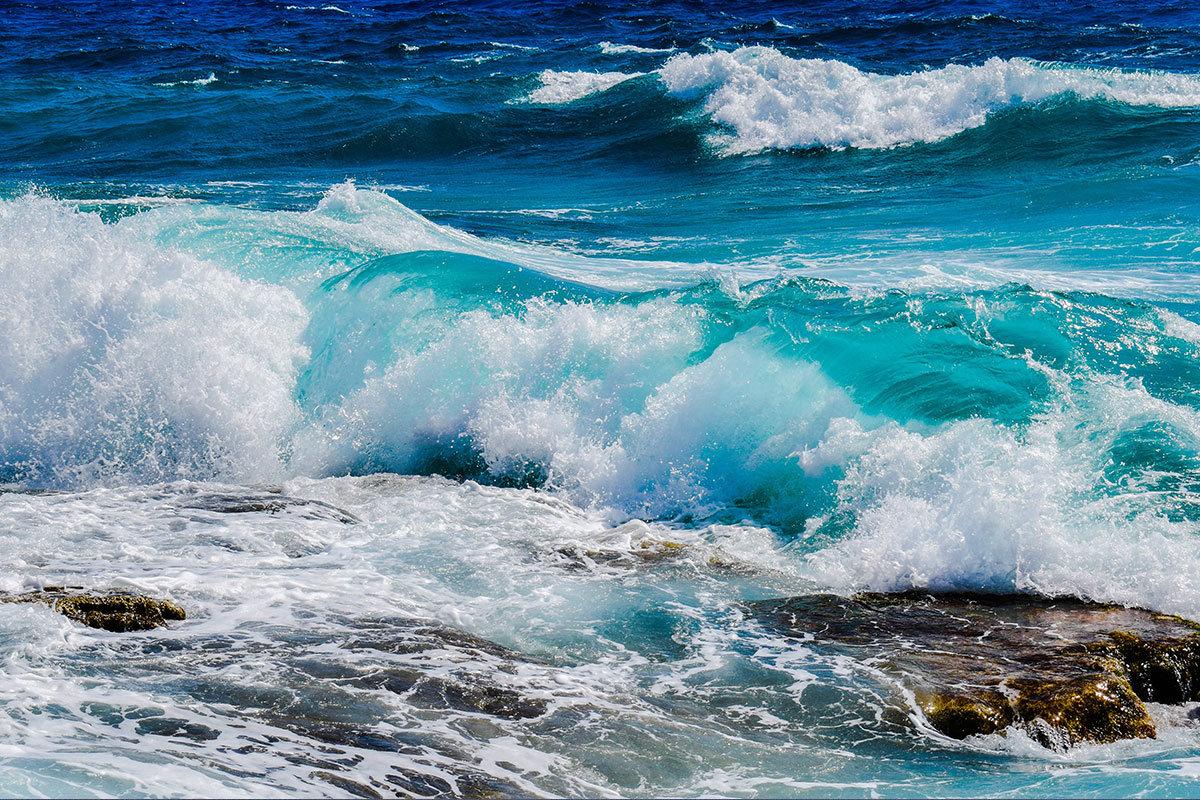 ما البحار التي يربط المضيق بينها