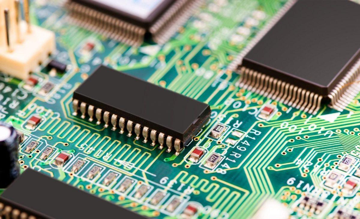 دوائر متكاملة تتكون من آلاف الترانزستورات
