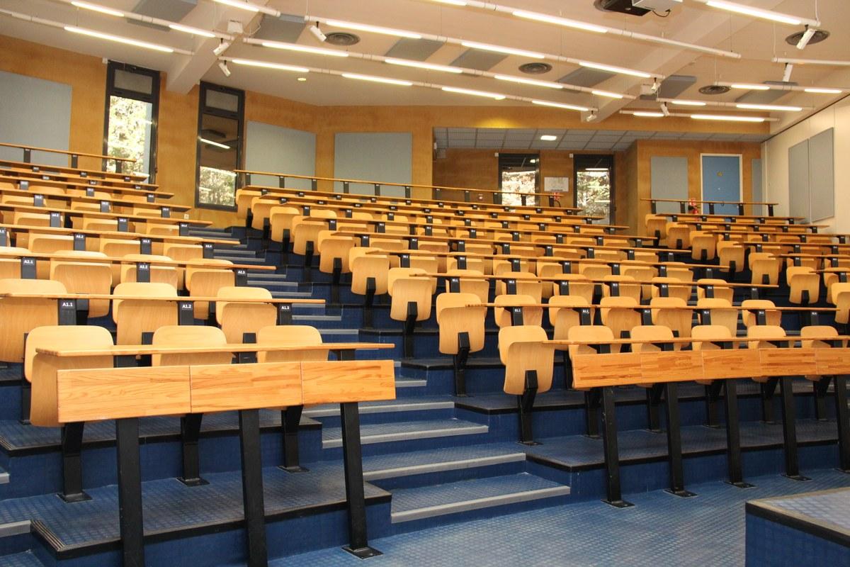 تخصصات كلية البترجي وشروط القبول والتسجيل 1443