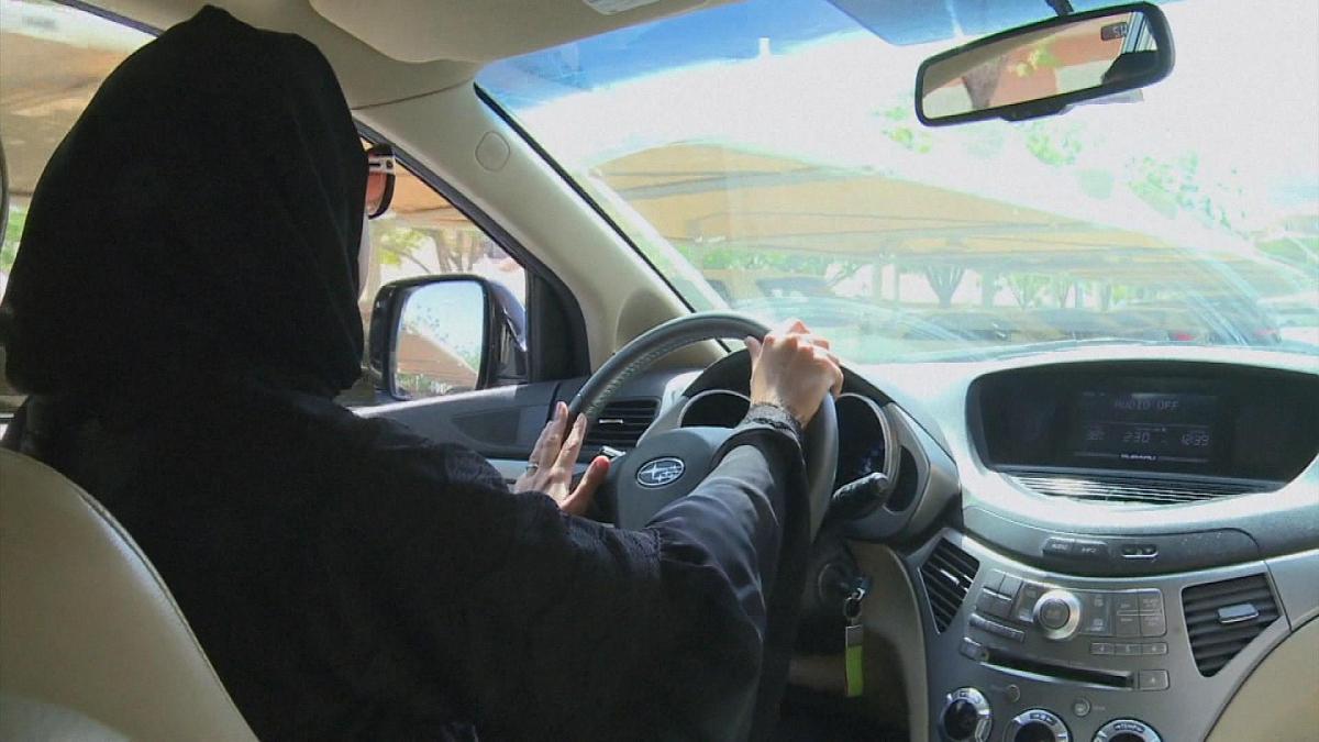 خطوات اصدار رخصة قيادة للنساء عبر منصة أبشر 1443