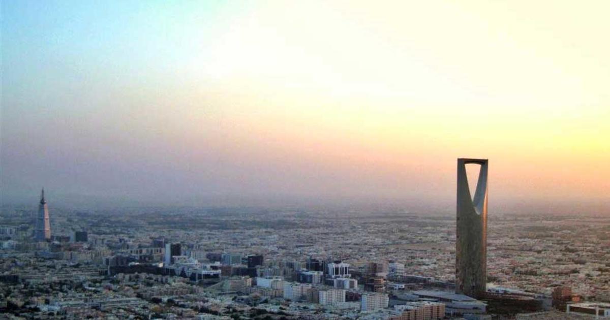 كم تبعد القويعية عن الرياض