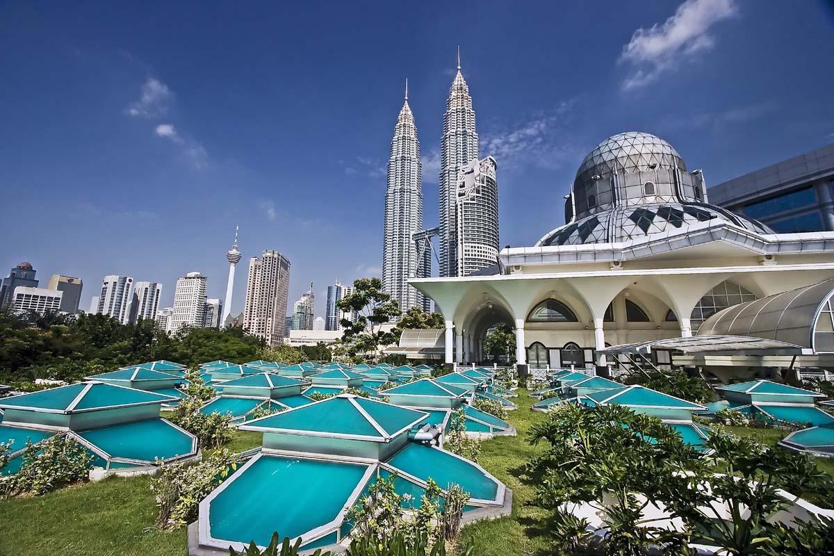 كم عدد سكان ماليزيا 2022