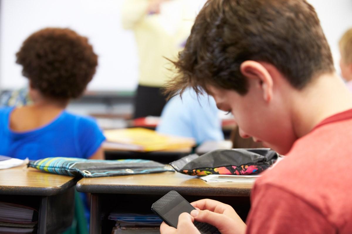 حقيقة السماح بالجوالات في المدارس 1443 السعودية