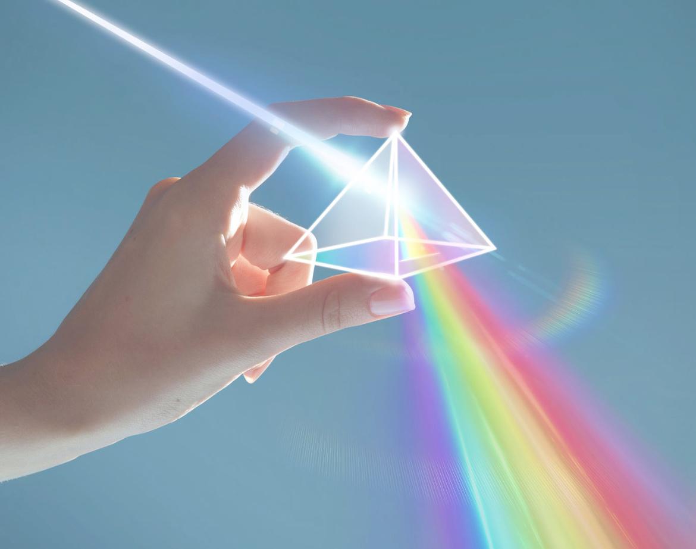 قارن بين الطبيعة الموجية والمادية للضوء