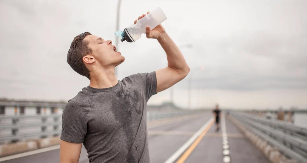 هل العطش من علامات حرق الدهون