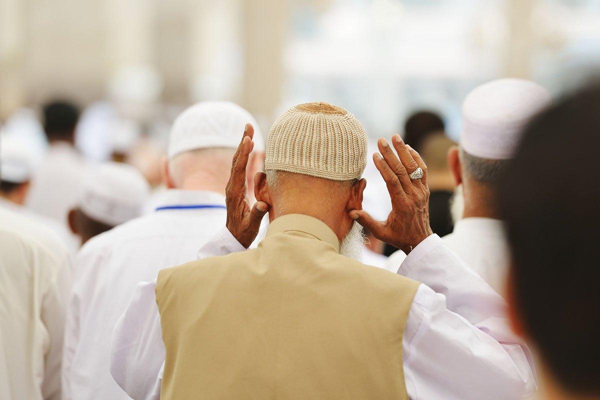 حكم مسابقة الامام في الصلاة